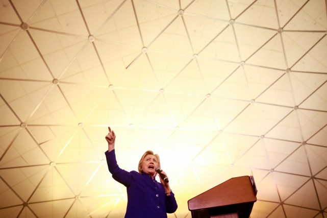Hillary Clinton s'adresse à ses partisans lors d'un... (PHOTO Adrees Latif, ARCHIVES REUTERS)