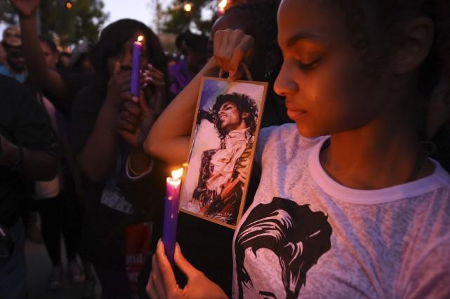 Une jeune fan de Prince lui a rendu... (Archives AFP, Robyn Beck)