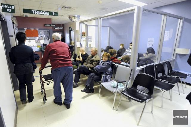 Éditorial / Les Québécois déplorent depuis des années les longues heures... (Archives, La Tribune)