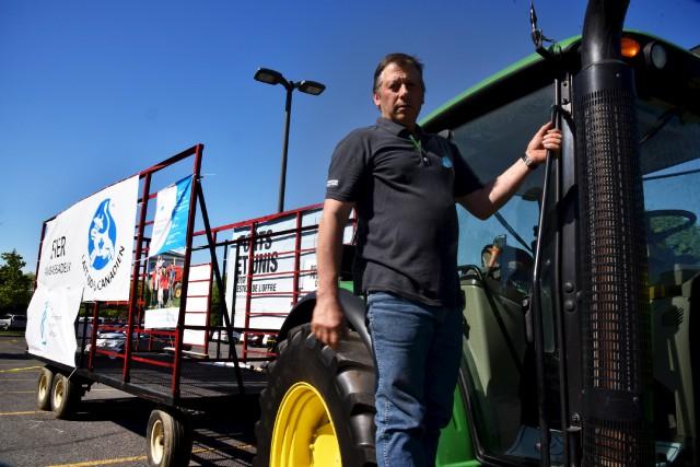 Marcel Blais a roulé en tracteur de Longueuil... (Photo fournier par l'UPA-Estrie)