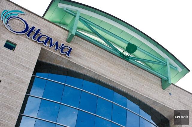 La Ville d'Ottawa a annoncé des coupures de postes de cadres supérieures à la... (Archives LeDroit)