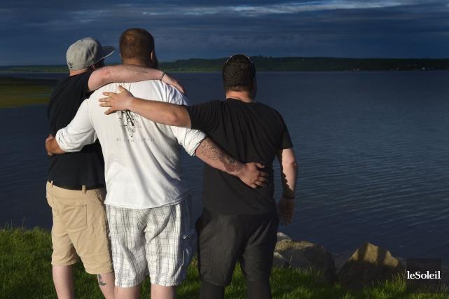 Les trois hommes sauvés de la noyade sur... (Le Soleil, Yan Doublet)