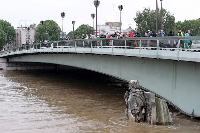 Le zouave du pont de l'Alma, célèbre repère... (PHOTO JOEL SAGET, AFP)