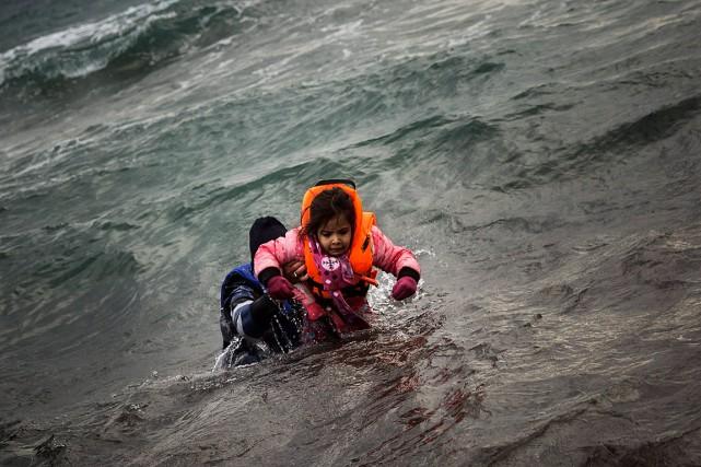 C'est par cet étroit bras de mer que... (PHOTO Santi Palacios, archives AP)