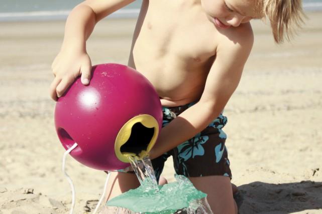 La sphère Ballo, seau de plage réinventé, et... (Fournie par Mère Hélène)