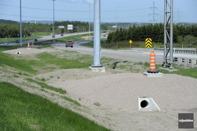 Le MTQ remplacera les bases et les lampadaires... (Photo Le Quotidien, Jeannot Lévesque)