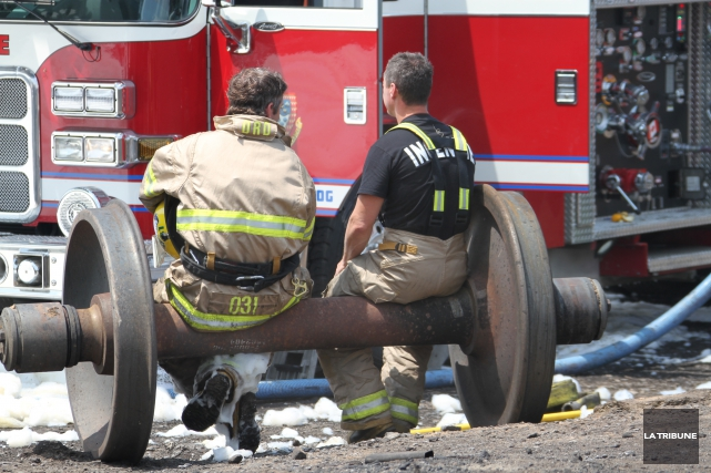 Des pompiers, tout comme des policiers et ambulanciers... (Archives, La Tribune)
