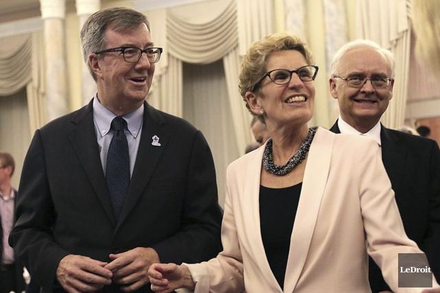 Le maire d'Ottawa,Jim Watson, aux côtés de la... (Etienne Ranger, LeDroit)