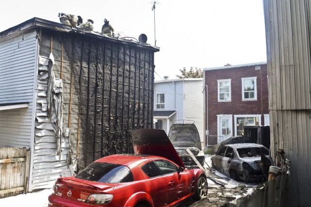 Trois véhicules et deux bâtiments incendiés (François Gervais)