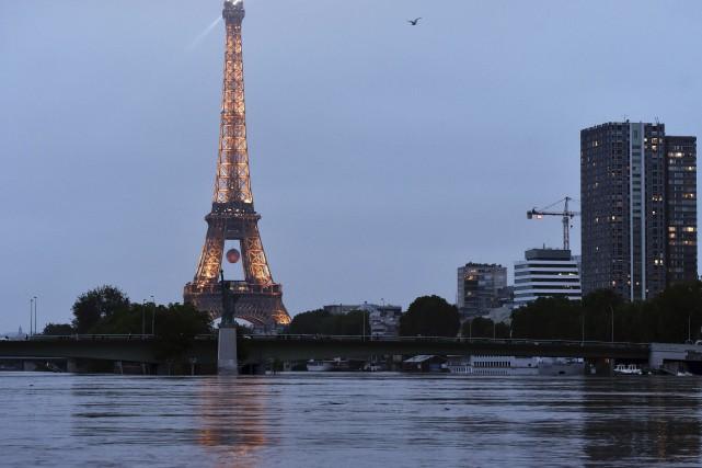 Lesinondations ont temporairement éclipsé la crise sociale en... (AFP, Alain Jocard)