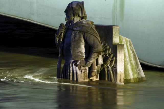 La statue du zouave du pont de l'Alma... (AFP, Bertrand Guay)