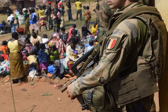 Le porte-parole de l'armée française, le colonel Yann... (PHOTO ARCHIVES AFP)