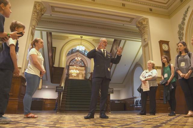 Rosaire Giguère, guide parlementaire au Parlement, a dirigé... (Photo Télé-Québec)