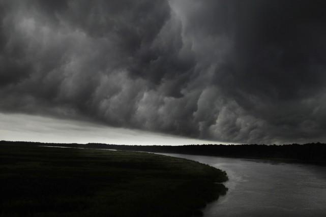 La tempête se déplace à une vitesse d'environ... (ARCHIVES AFP)