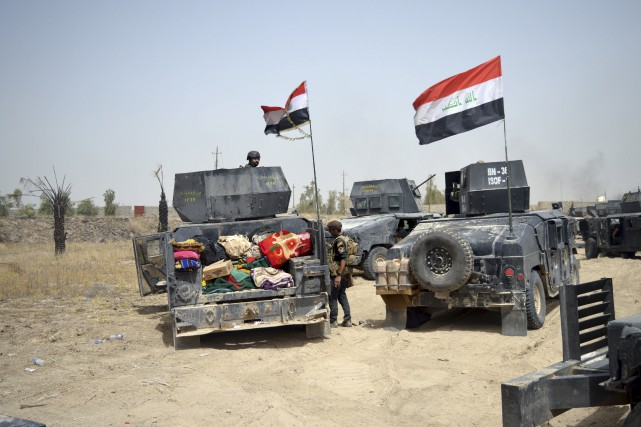 Dimanche, les forces d'élite irakiennes affrontaient les djihadistes... (AP, Osama Sami)