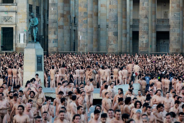 Le photographe Spencer Tunick a expliqué vouloir transmettre un... (PHOTO REUTERS)