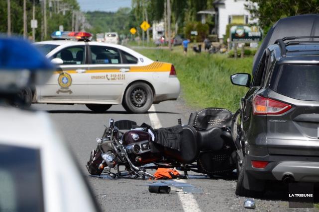 Un motocycliste a été gravement blessé après un... (La Tribune, Yanick Poisson)