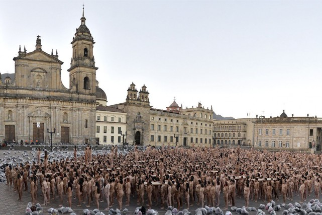 À l'invitation du photographe Spencer Tunick, plus de... (AFP, STR)