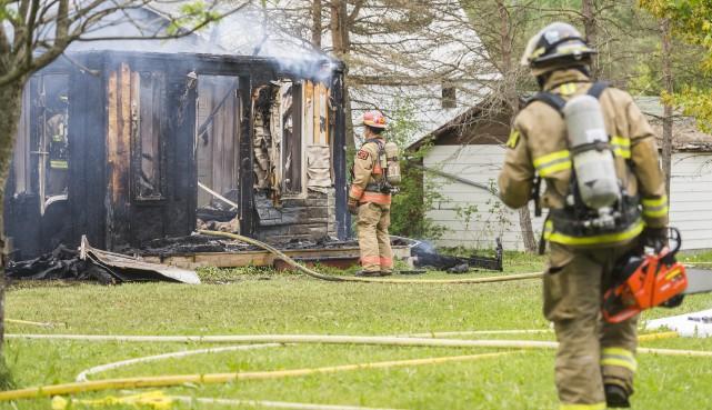 Un incendie de nature accidentelle a complètement ravagé... (Spectre média, Marie-Lou Béland)