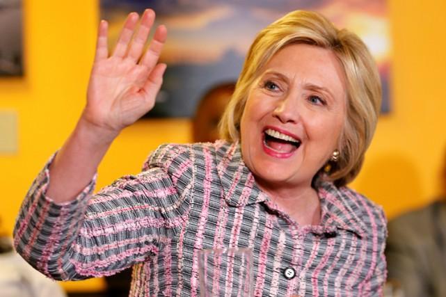 Hillary Clinton menait sa campagne dimanche dans unrestaurant... (PHOTO REUTERS)