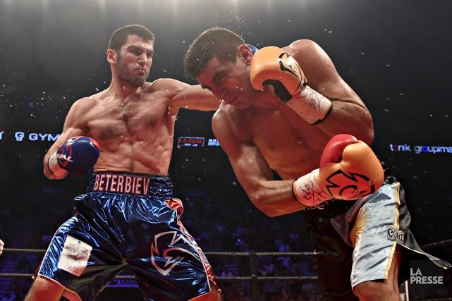 Artur Beterbiev n'a laissé aucune chance à son... (La Presse, Bernard Brault)