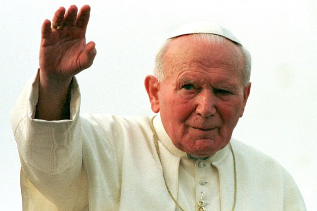 Le pape Jean Paul II, photographié en mars... (PHOTO JEAN-PHILIPPE KSIAZEK, ARCHIVES AFP)