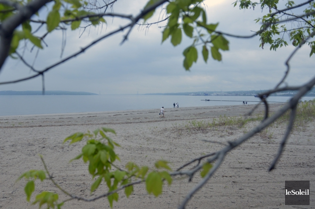 La baignade du côté de la Baie de... (Le Soleil, Jean-Marie Villeneuve)