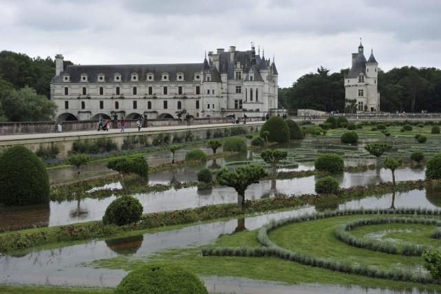 Les jardins de Diane de Poitiers inondées au... (PHOTO GUILLAUME SOUVANT, AGENCE FRANCE-PRESSE)