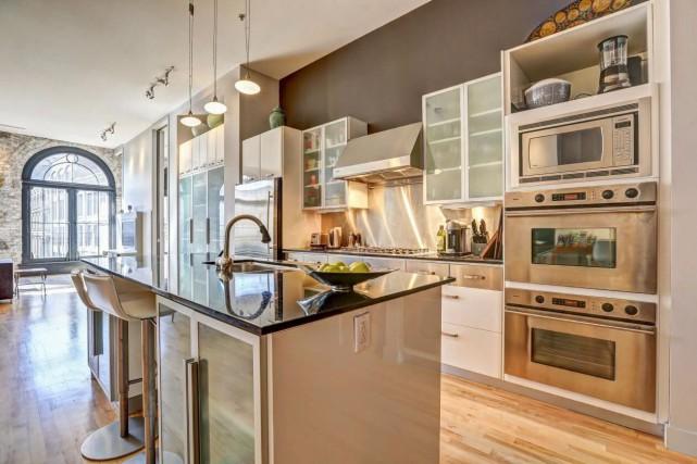 455, rue Saint-Pierre, appartement 310. Appartement (au 3e étage) avec garage.