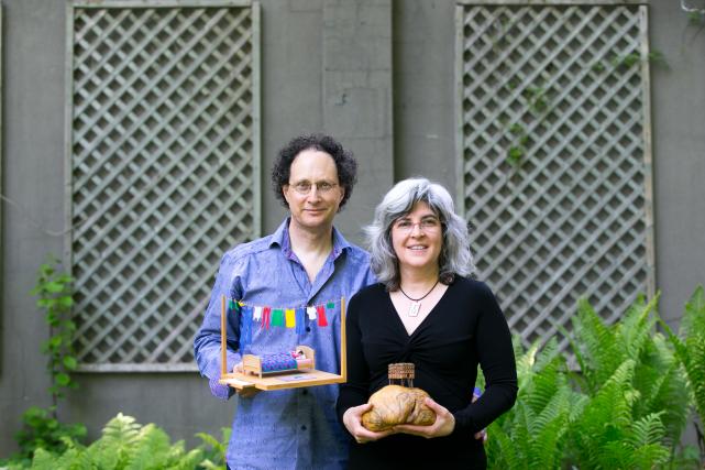 Les sculpteurs Gaétan Berthiaume et Marie-Annick Viatour présentent... (Photo François Roy, La Presse)