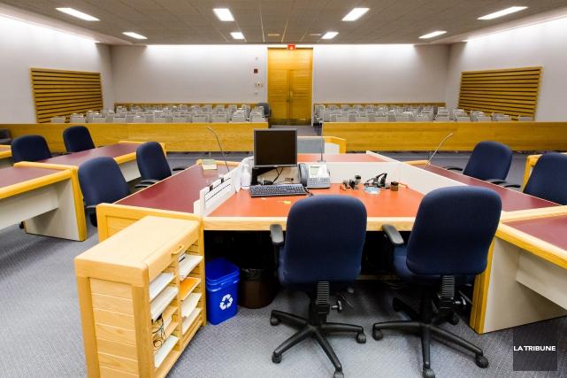 Deux suspects sont recherchés par le Service de police de Sherbrooke après... (Archives La Tribune, Jessica Garneau)