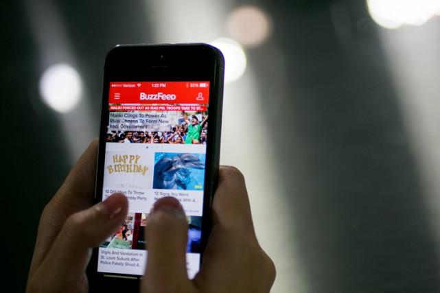 Le site d'information BuzzFeed a mis fin à un contrat publicitaire qui le liait... (PHOTO REUTERS)