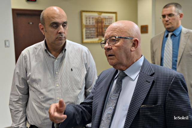 Guy Chevrette (à droite) en compagnie d'Abdallah Homsy,... (Le Soleil, Pascal Ratthé)