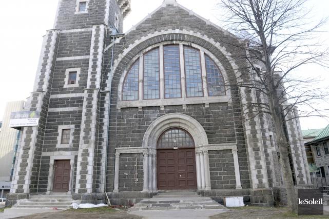 Le sort de plusieurs bâtiments, dont l'église Saint-Coeur... (Photothèque Le Soleil, Jean-Marie Villeneuve)