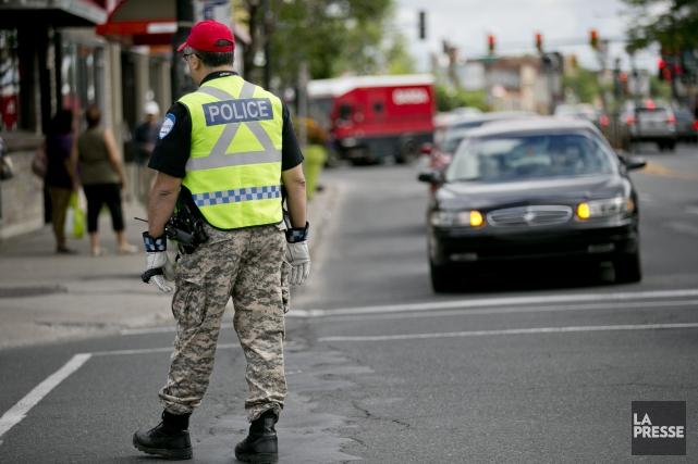 Les policiers de plusieurs services municipaux au Québec... (David Boily, Archives La Presse)