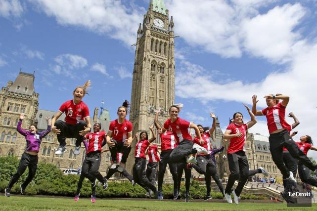 L'équipe canadienne de soccer féminin affrontera le Brésil... (Patrick Woodbury, LeDroit)