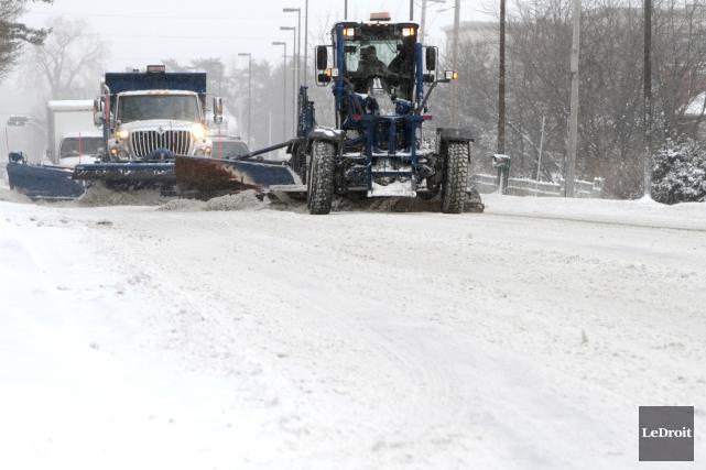 Les coûts croissants de l'entretien hivernal des routes pourraient forcer la... (Simon Séguin-Bertrand, Archives LeDroit)