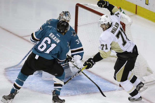 Evgeni Malkin affirmait devoir en donner plus avant... (Eric Risberg, Associated Press)