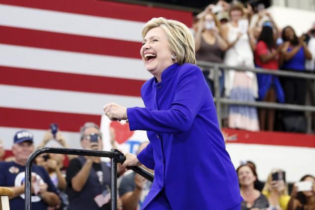 Hillary Clinton était en campagne en Californie, lundi.... (AFP, Jonathan Alcorn)