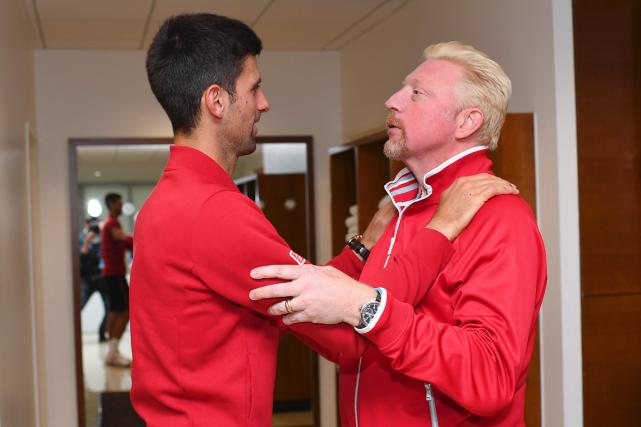 Novak Djokovic et son entraîneur Boris Becker après... (Photo Nicolas Gouhier, AFP)