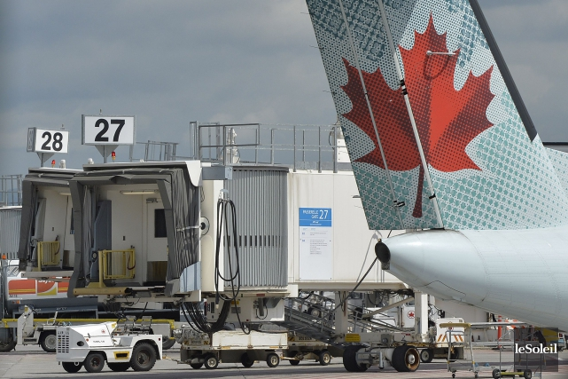 Excédé par le piètre bilan d'Air Canada en matière de langues officielles, le... (Archives, Le Soleil)