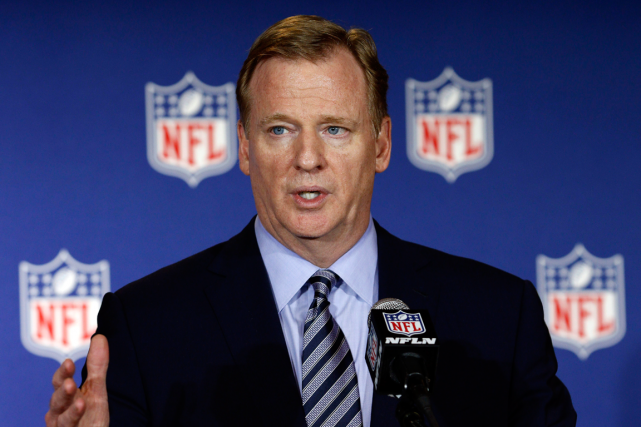 Le commissaire de la NFL, Roger Goodell.... (Photo Bob Leverone, AP)