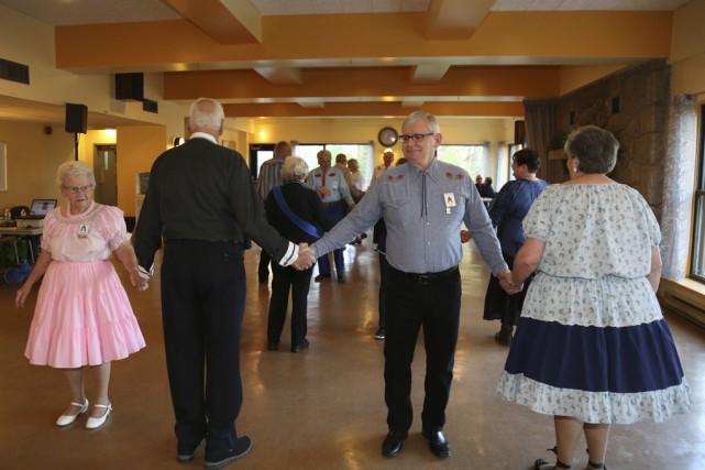 Les aînés se rencontrent tous les mardis pour... (Photos Julie Catudal)