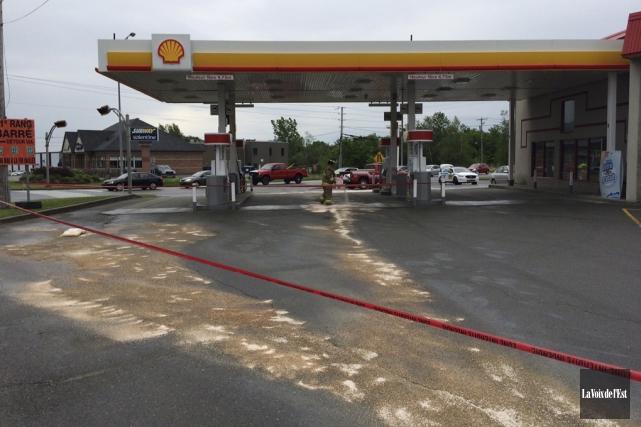 Un déversement de diesel a forcé la fermeture... (Alain Dion, La Voix de l'Est)