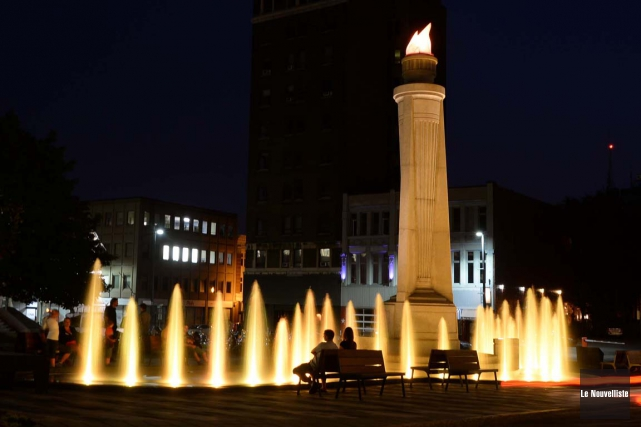 Pourquoi pasune flamme naturelle à la place Pierre-Boucher?... (Sylvain Mayer, Le Nouvelliste)