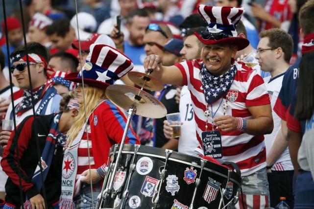 Des partisans des États-Unis lors du matchÉtats-Unis c.... (PHOTO REUTERS)