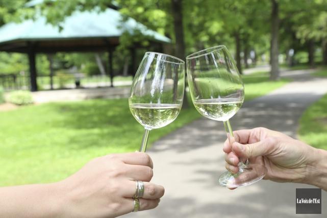 Il sera maintenant possible de consommer de l'alcool... (Janick Marois, La Voix de l'Est)