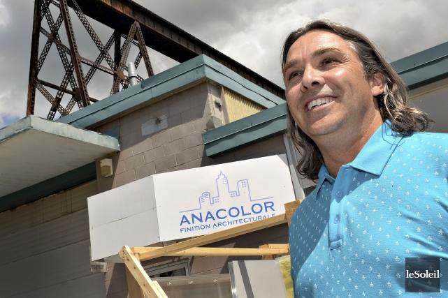 Le propriétaire d'Anacolor, Éric Nadeau, soutient avoir soumis... (Le Soleil, Patrice Laroche)