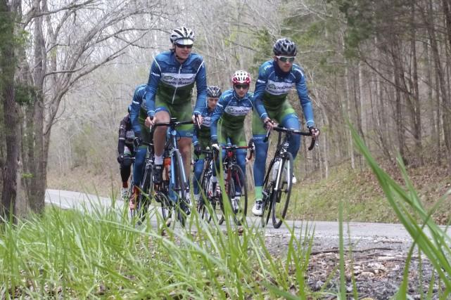 La troupe de cyclisme Lowert Rates en plein... (Courtoisie)