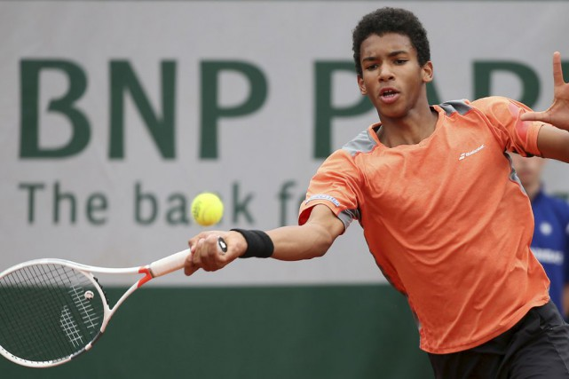 À 15 ans, Félix Auger-Aliassime aurait pu devenir le... (Photo David Vincent, archives AP)